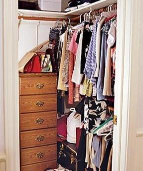 Как упорядочить шкаф для одежды
