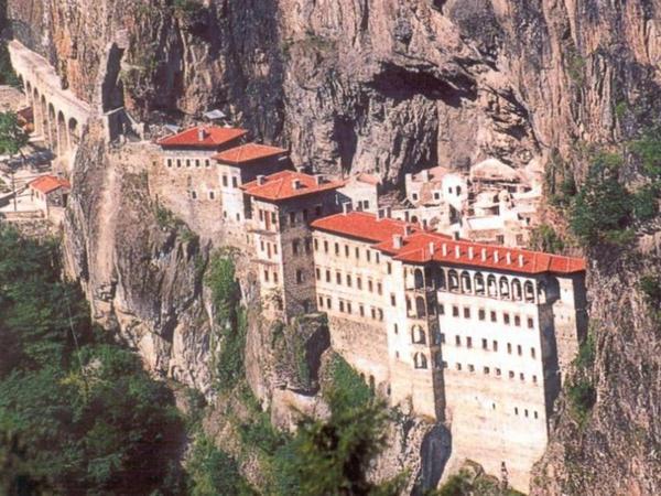 Лучшие курорты Турции. Сумельский монастырь
