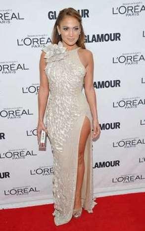 Модный прогноз высокие длинные разрезы на платьях и юбках