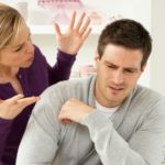Почему жена упрекает мужа?