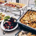 22 правила поведения за шведским столом