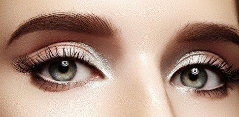 Помада для бровей: кульминация макияжа