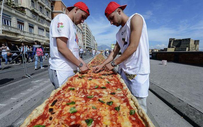 Виды пиццы. Самая длинная пицца