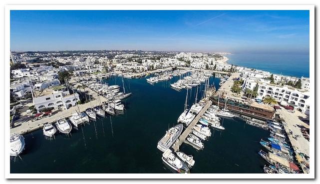Курорты Туниса. Порт Эль Кантауи