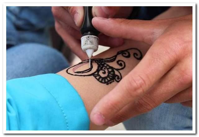 Курорты Туниса. Татуировки хной