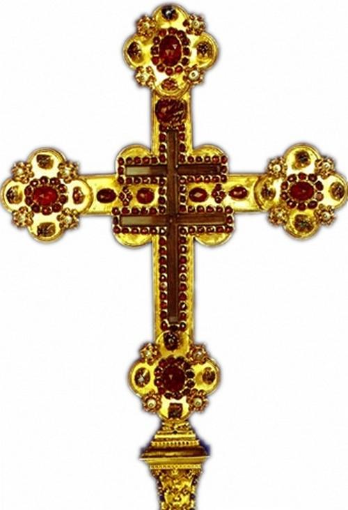 Чешский гранат. Крест Пршемысла Отакара II. инкрустированные рубинами, сапфирами, аметистами и гранатами