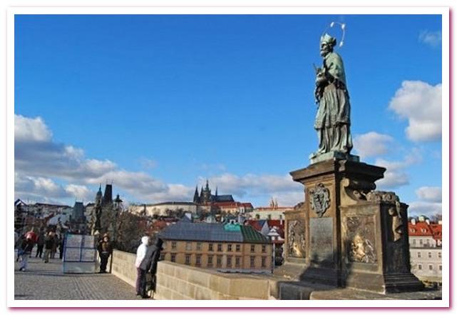 Достопримечательноси Праги. Ян Непомуцкий на Карловом мосту