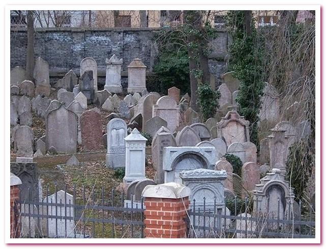 Достопримечательности Праги Старое еврейское кладбище в Йозефове