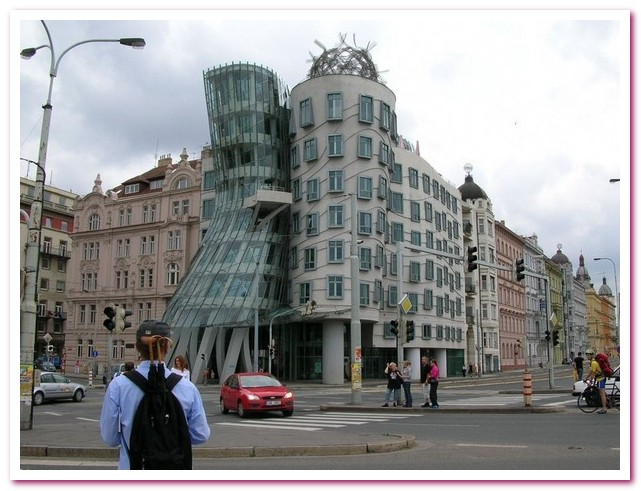Достопримечательности Праги. «Джинджер и Фред»