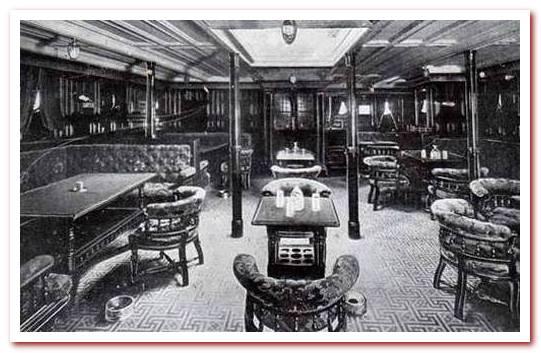 Курительная комната на RMS Carpathia, которая использовалась в качестве спальных мест для выживших на Титанике.