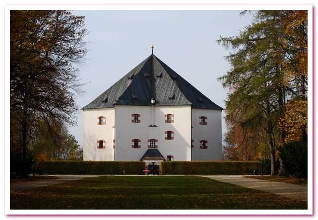 Отдых в Чехии. Летний дворец Звезда