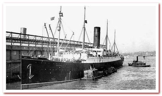 Пароход Карпатия у пирса № 54 компании Cunard в четверг вечером 18 апреля