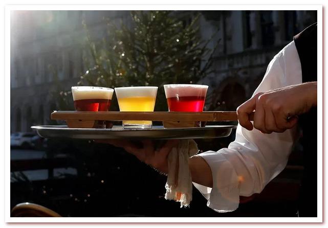 Пиво в бельгийском триколоре в Брюсселе