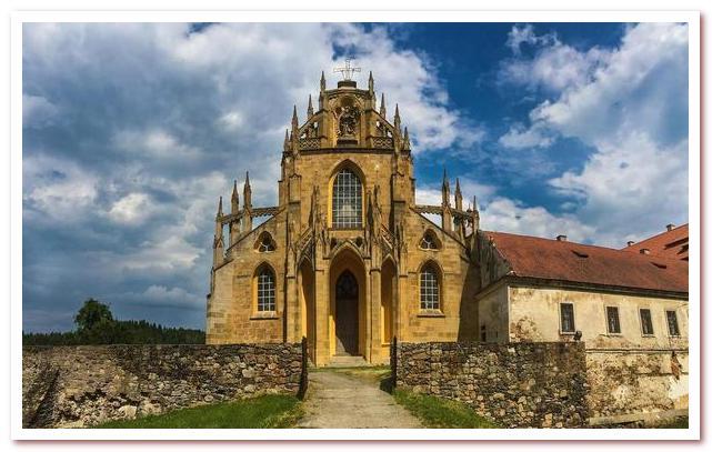 Достопримечательности Чехии. Кладруби. Бенедиктинский монастырь