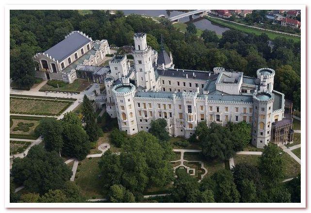 Достопримечательности Чехии. Замок Глубока