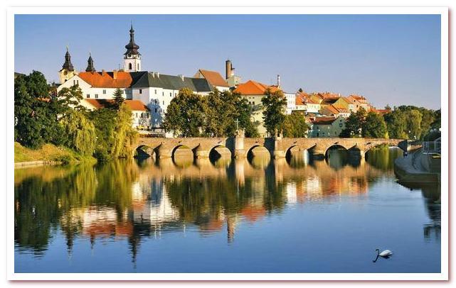 Достопримечательности Праги. Каменный мост Писека похож на Карлов мост в Праге