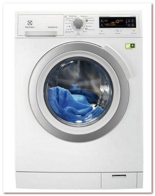 Electrolux - система SteamCare позволяет освежить одежду, когда она еще не нуждается в стирке, и уменьшает количество складок на треть, обеспечивая гладкость ткани без глажки.