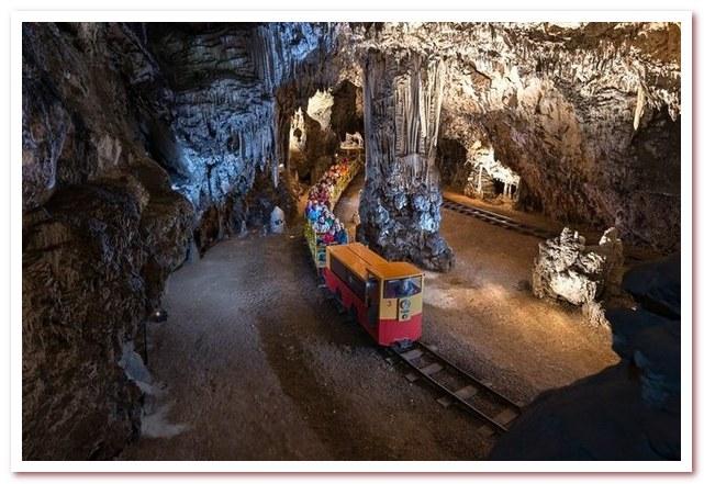Курорты Словении. Постойнская пещера
