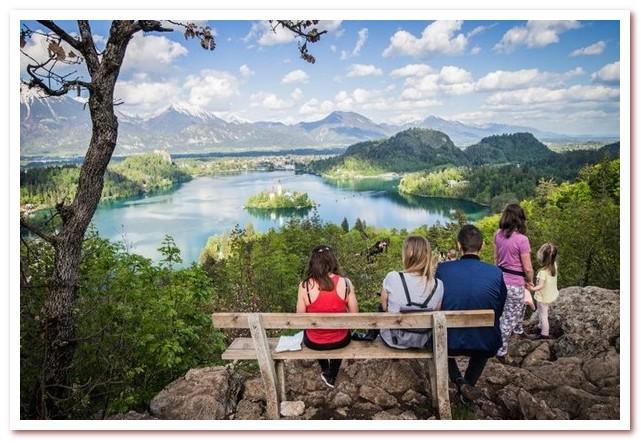 Курорты Словении. Смотровая площадка на озере Блед