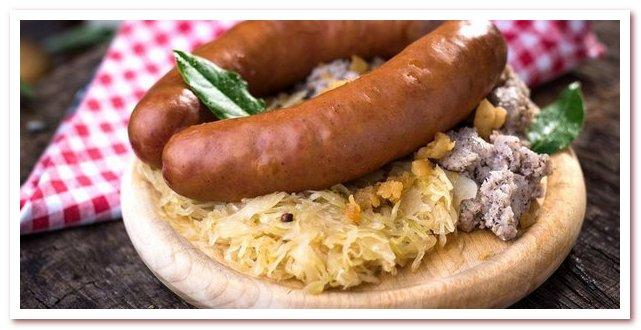 Словенская кухня. Краньска колбаса с гречневым пюре и квашеной капустой