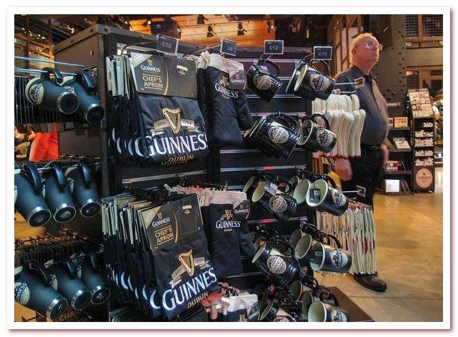 Пиво Гиннесс. Сувенирный магазин в музее на St. James's Gate