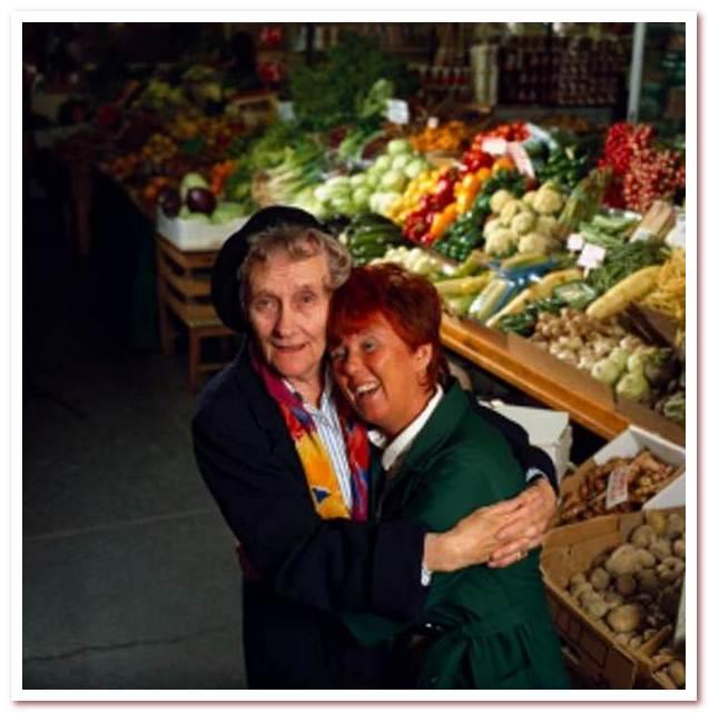 Астрид Линдгрен со старой школьной подругой Карин Соней