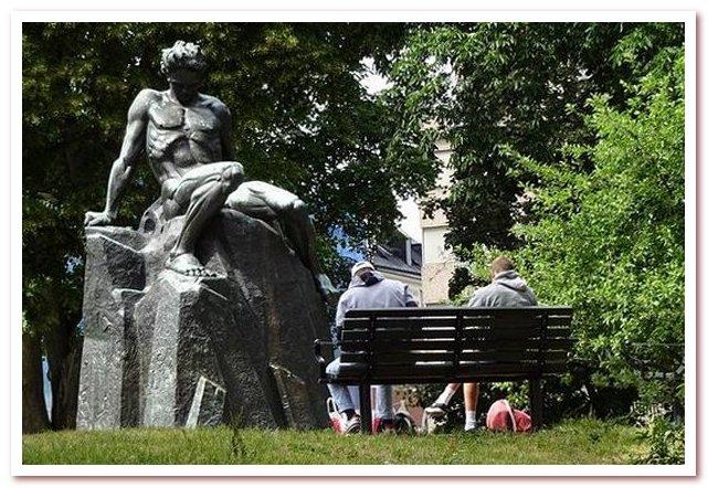 Статуя Августа Сириндберга в парке Тегнерлунден