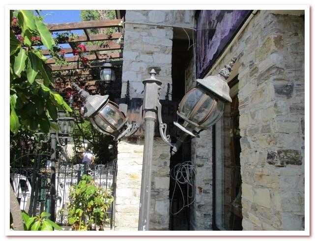 Интерьер террасы деревенского дома. Лефкара
