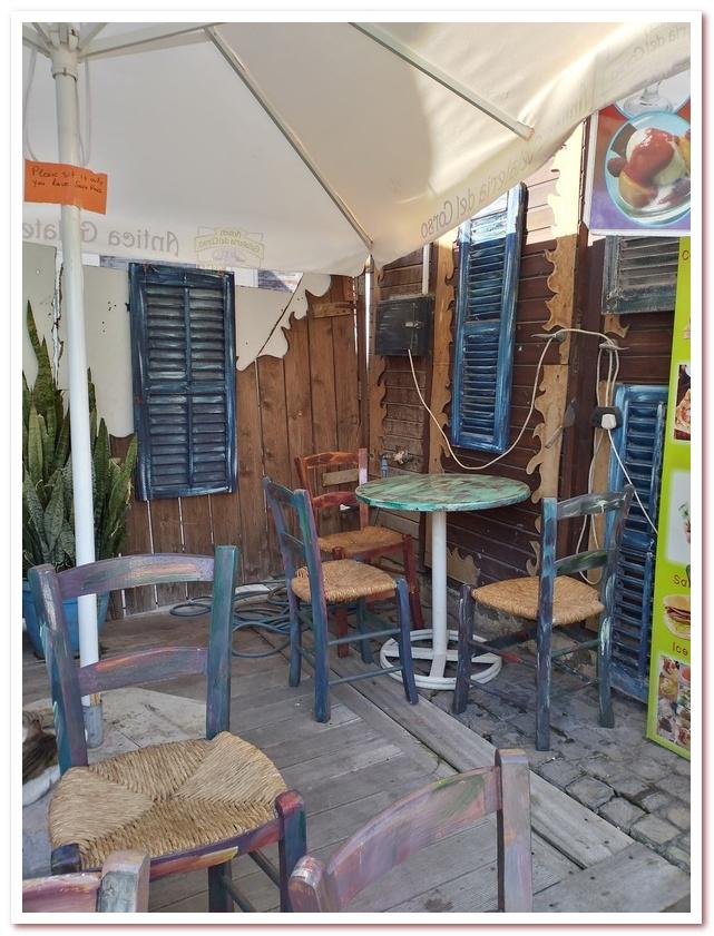 Интерьер уличного кафе. Исторический квартал Ларнаки