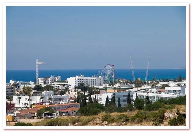 Курорты Кипра. Айа-Напа. Вид на парк развлечений