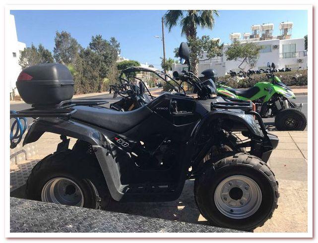 Курорты Кипра. Квадроцикл на улице в Айа-Напе