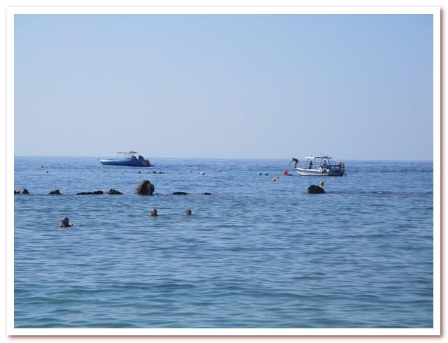 Курорты Кипра. Лодки дайверов на Пернера-Бич