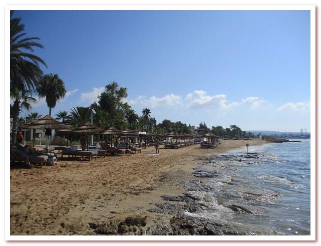 Курорты Кипра. На Пернера-Бич людей не очень много