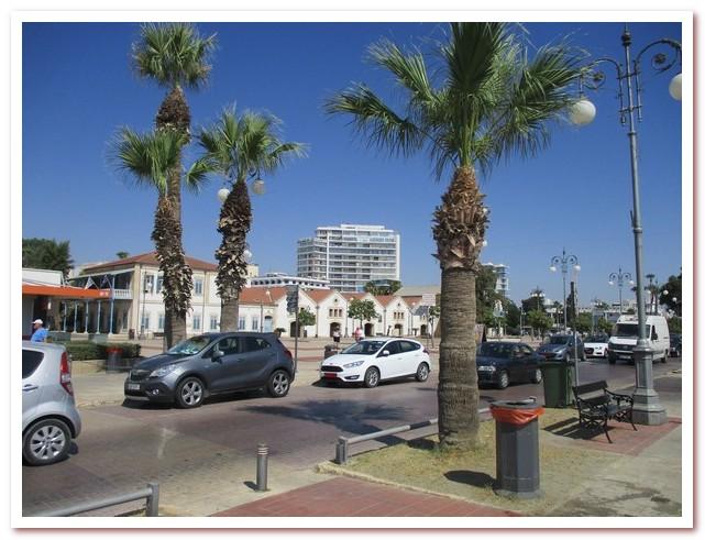 Курорты Кипра. Набережная Ларнаки растянулась на 800 метров вдоль моря