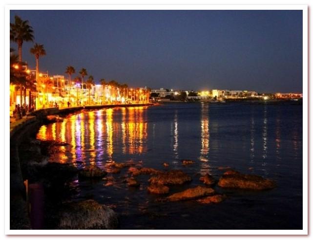 Курорты Кипра. Набережная Пафоса ночью