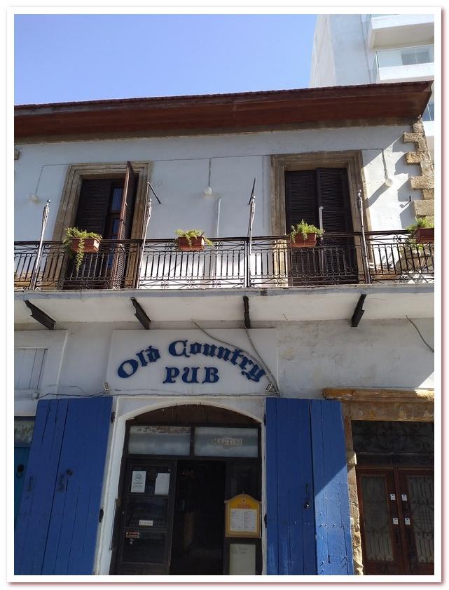 Курорты Кипра. Паб в историческом квартале Ларнаки