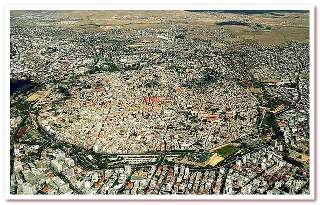 Курорты Кипра. Стены и оборонительные башни Никосии