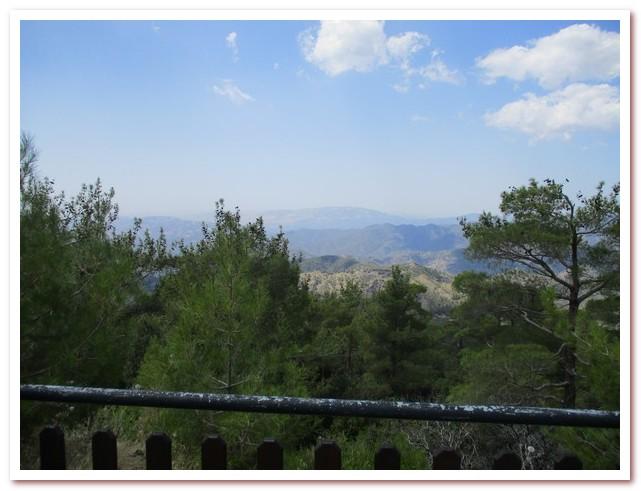 Курорты Кипра. Вид на горы Троодос со смотровой площадки