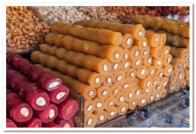 Кухня Кипра. Чурчхела, десерт из винограда и орехов, популярный в Грузии, Турции и на Кипре