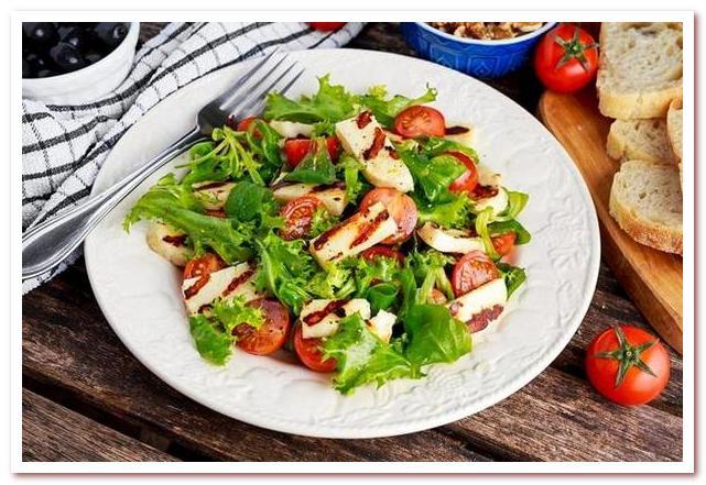 Кухня Кипра. Салат с жареным сыром халлуми