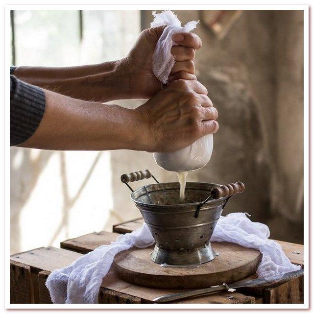 Рисовая вода для волос. Процеживание